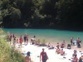 Orilla del río cerca del camping